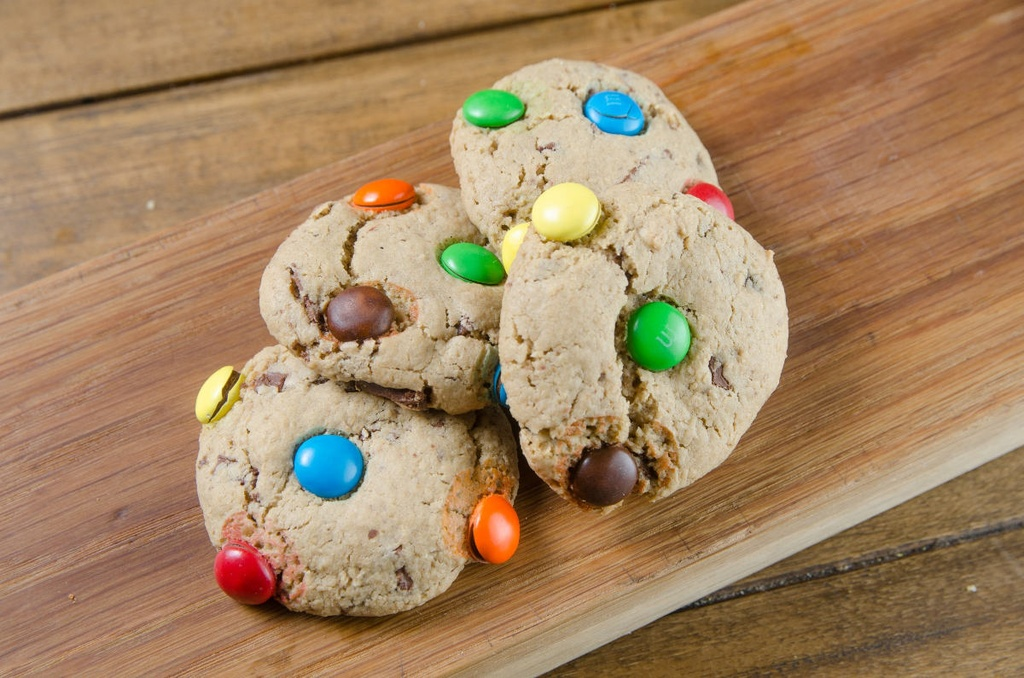 MINI COOKIES DE AVEIA COM CHOCOLATE M&MS